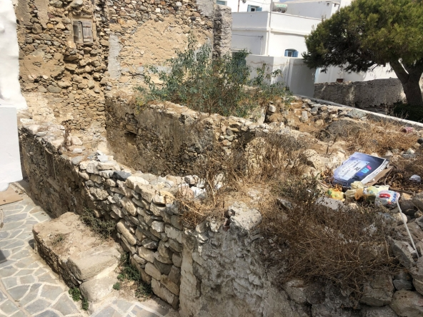 old-house-in-castle-naxos-i